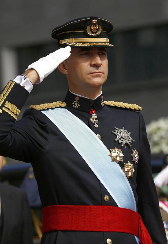 FelipeVI  El rey Felipe VI viste el uniforme de gran etiqueta del ... 354c53d5d07