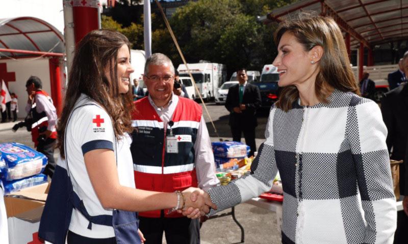La Reina Letizia comienza su viaje en solitario a México