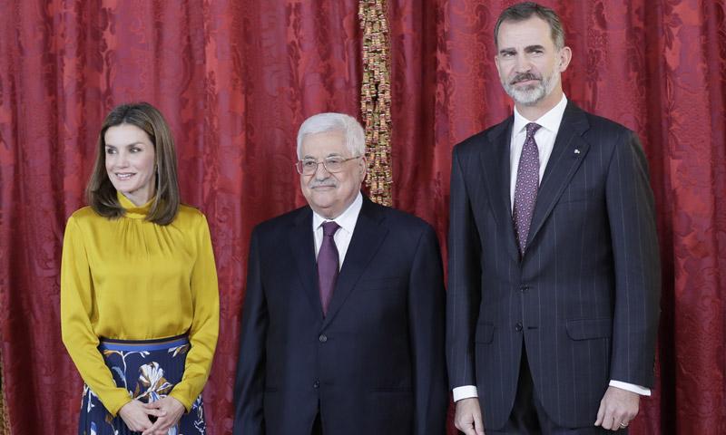 Los Reyes reciben en el Palacio Real al Presidente de Palestina