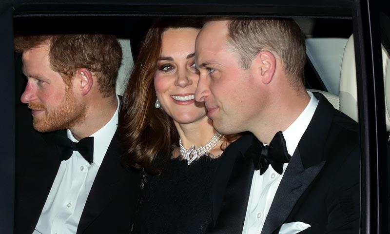 El cariñoso guiño de la Duquesa de Cambridge a la reina Isabel en su cena de aniversario