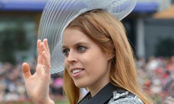 El tradicional anillo de boda de Beatriz de York y la elección de su primera tiara