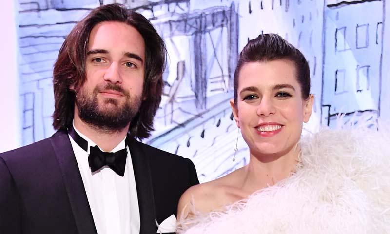 Carlota Casiraghi acude a la boda del hermano de su prometido