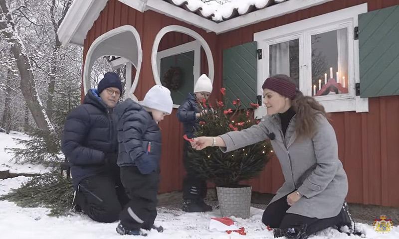 ¡Todos a la nieve! El divertido vídeo con el que Victoria de Suecia y su familia nos felicitan la Navidad