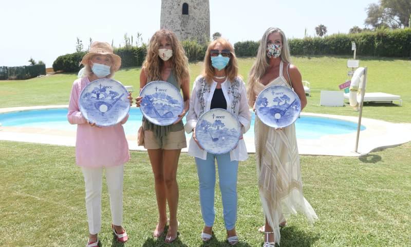 Lara Dibildos y la princesa Beatriz de Orleans apoyan el torneo de golf de la AECC Marbella