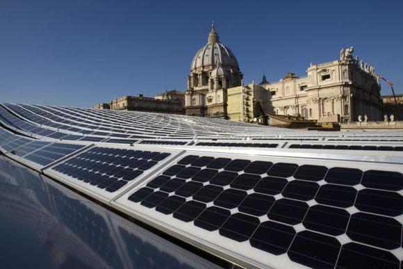 El Vaticano se vuelve ecológico e instala un gran panel de energía solar