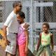 Obama despide el año visitando con sus hijas el zoo de Honolulú