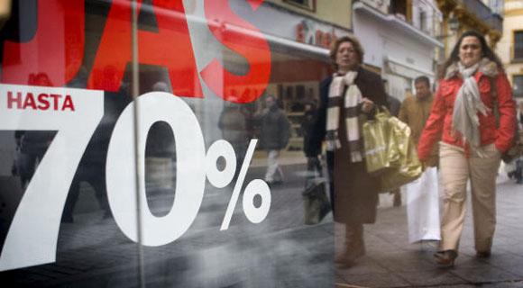 """Largas colas en las tiendas: las """"rebajas del siglo"""" comienzan oficialmente"""