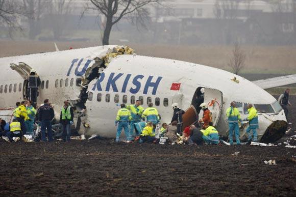 Un avión se parte en tres al aterrizar de emergencia en Ámsterdam