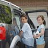 Los niños creen que su padre corre más al volante, mientras que su madre se enfada menos