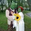 Una pareja británica convierte su boda en un cuento de… ogros