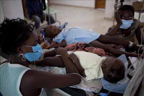 El Gobierno español coordina con las ONG la ayuda a Haití tras el brote de cólera, que deja ya 253 fallecidos y más de 3.000 hospitalizados