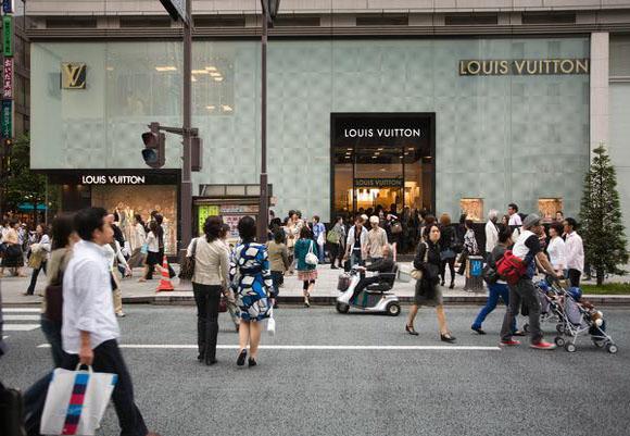 Las tiendas de lujo 'reciclado' florecen en Japón