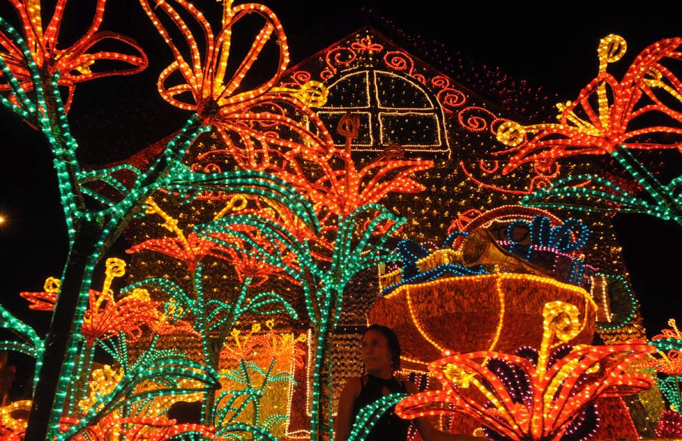 En fotos el mundo se llena de luz y de color para recibir - Luces para navidad ...