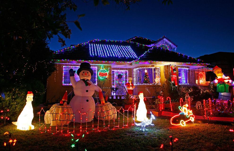 En fotos el mundo se llena de luz y de color para recibir - Casas decoradas en navidad ...