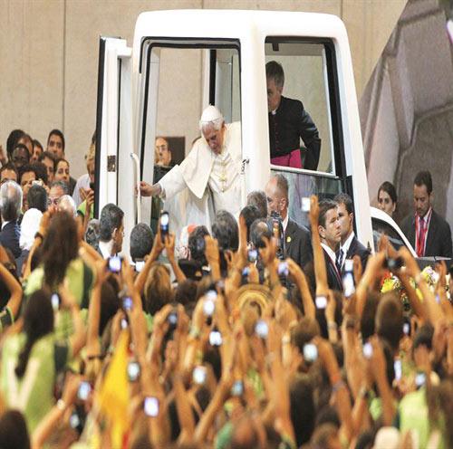 JMJ 2011: El Papa a los voluntarios: 'Con vuestro servicio, habéis dado el rostro de la amabilidad, la simpatía y la entrega a los demás'