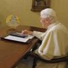 Benedicto XVI enciende el árbol de Navidad más grande del mundo con un iPad