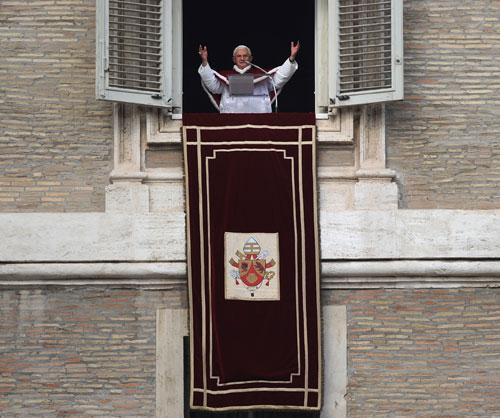 Benedicto XVI llama a los cristianos a no distraerse con el carácter comercial de la Navidad
