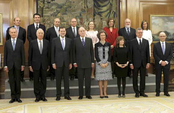Los trece ministros del primer gobierno de mariano rajoy for Ministros del gobierno