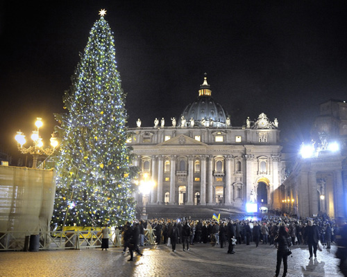Benedicto XVI anima a los jóvenes a que con 'su entusiasmo e idealismo ofrezcan una nueva esperanza al mundo'