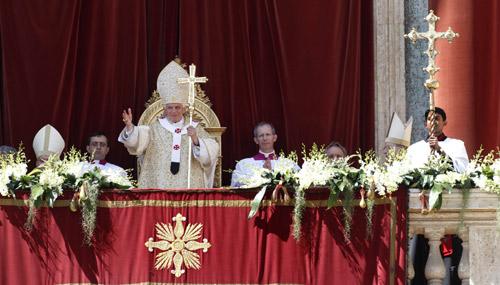 El Papa pide el fin de la violencia en Siria y que se ayude a los refugiados en su mensaje de Pascua