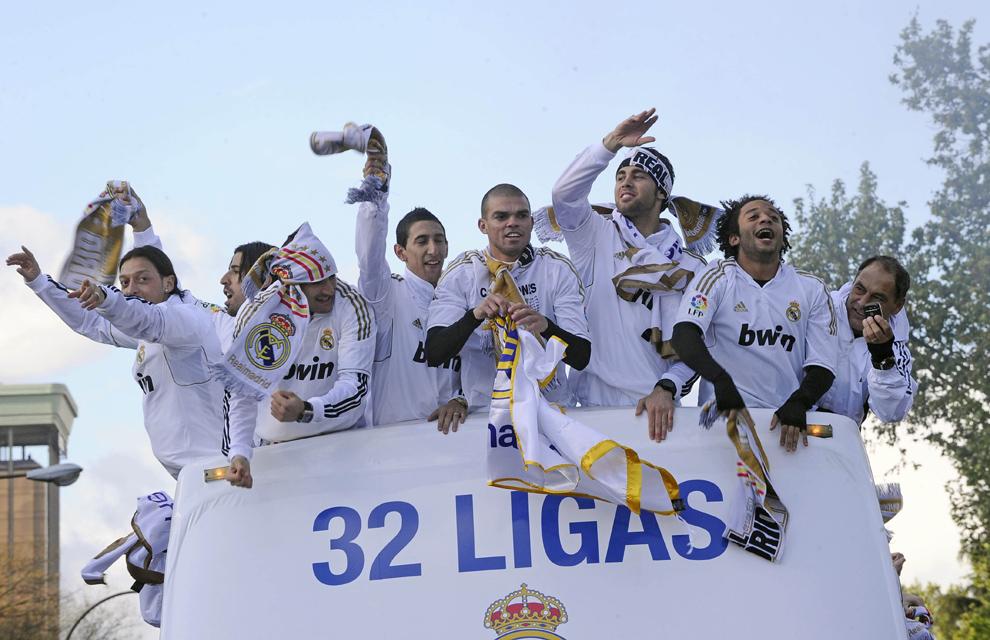 La gran fiesta blanca del Real Madrid en Cibeles, en fotos