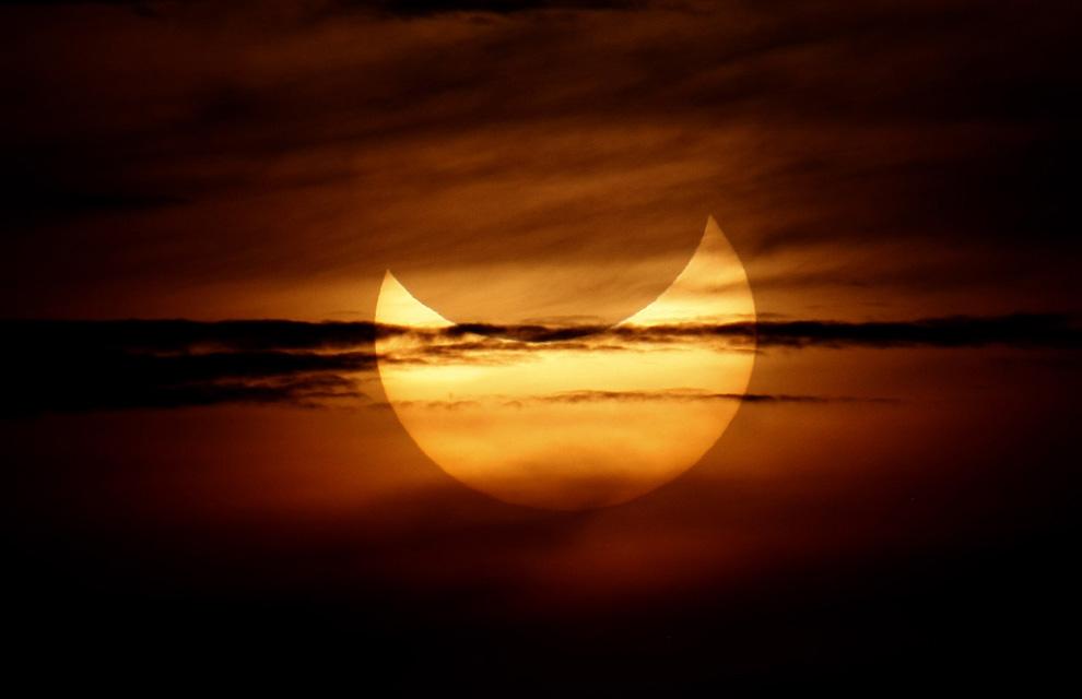 Un eclipse anular de Sol transcurre entre una gran expectación
