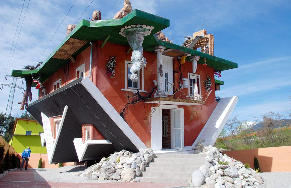 ¡Esta casa sí que está patas arriba!