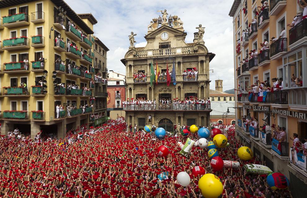 ¡Siete de julio, San Fermín! Tras el chupinazo, Pamplona vive su primer encierro