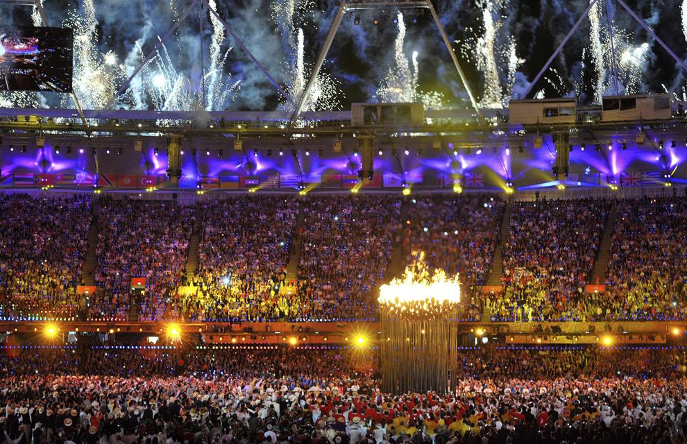 http://www.hola.com/imagenes/actualidad/2012072860025/juegos-olimpicos-londres-inauguracion/0-211-763/inaugu-londres5--a.jpg