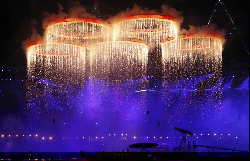 http://www.hola.com/imagenes/actualidad/2012072860025/juegos-olimpicos-londres-inauguracion/0-211-765/inaugu-londres9--a.jpg