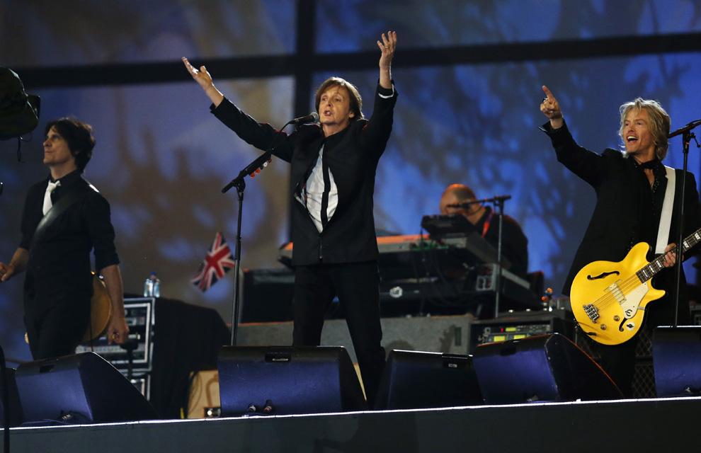 http://www.hola.com/imagenes/actualidad/2012072860025/juegos-olimpicos-londres-inauguracion/0-211-772/inau-londres3--a.jpg