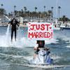La primera boda en 'jetpacks': fue casarse... y salir volando