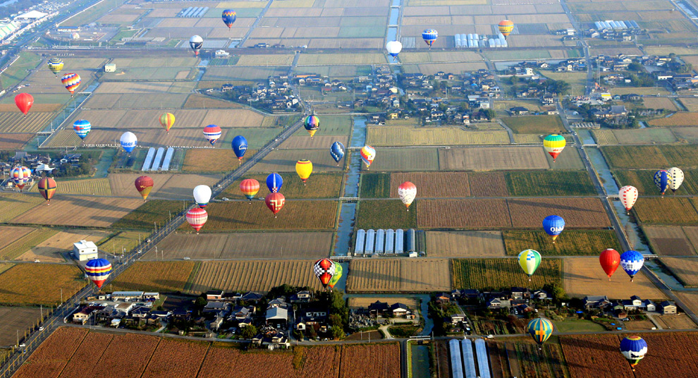 Un cielo cubierto de globos aerostáticos