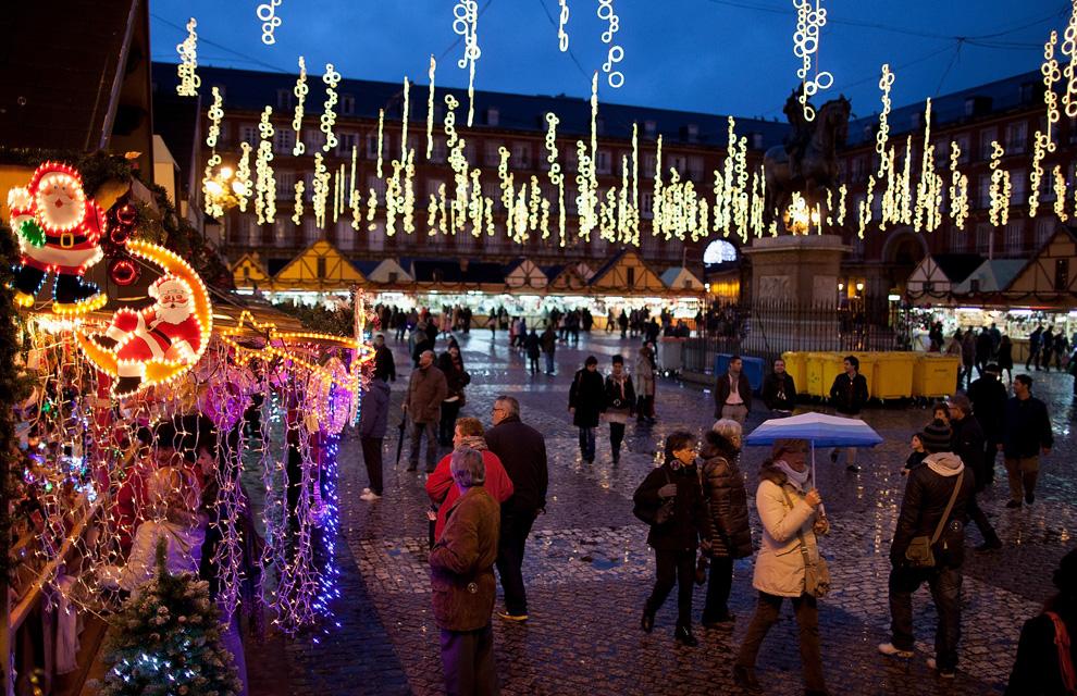 Las luces de navidad que iluminan el mundo - Mercado de navidad en madrid ...