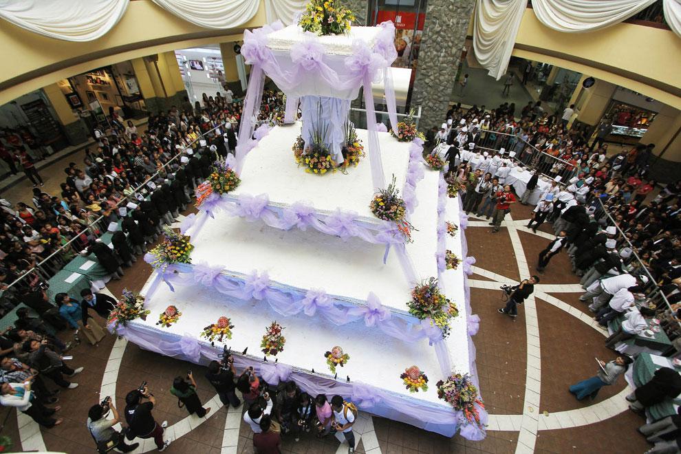 Una tarta nupcial tan alta como un edificio