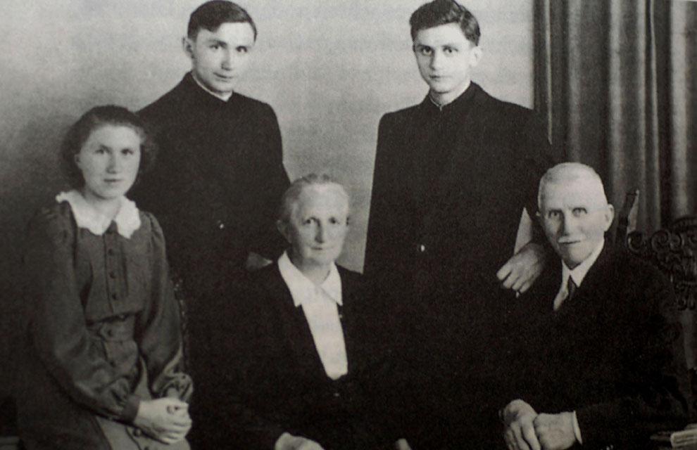 Benedicto XVI, las imágenes de una vida dedicada a la Iglesia