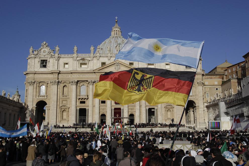 Los asistentes a la misa de inauguración del pontificado del Papa Francisco