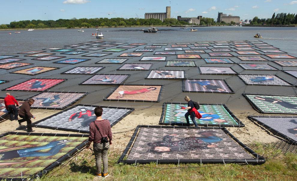 Un mar de retratos flotantes en Bélgica