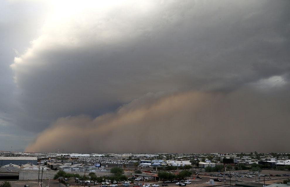 La sobrecogedora imagen de una tormenta de arena