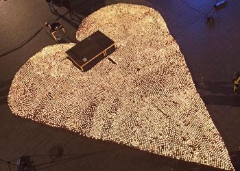 12.000 velas de té para iluminar un gran corazón