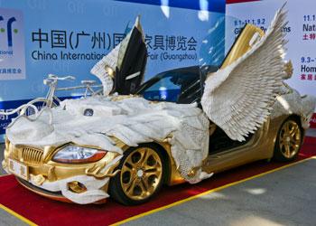 Un dragón convertido en coche de lujo