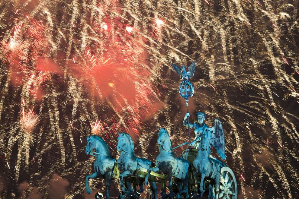 Juegos de luz, fiesta y tradición, el mundo saluda al nuevo año
