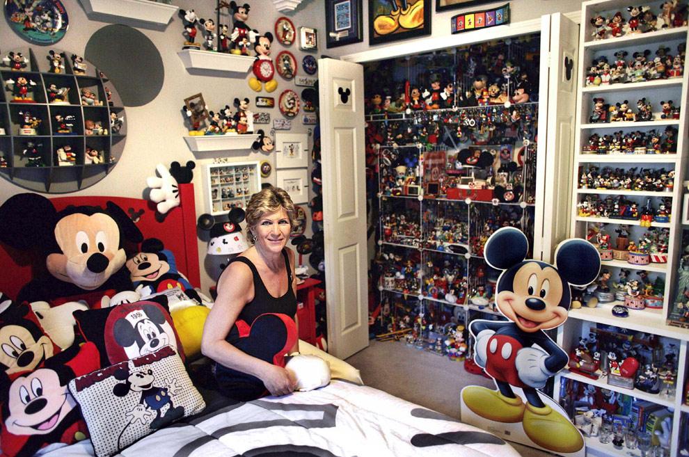 Una colecci n sobre el rat n mickey de r cord - Muebles de mickey mouse ...