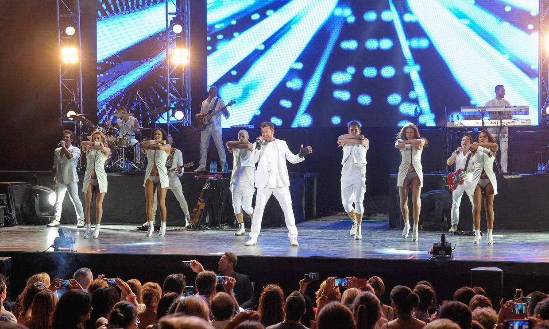 'Adrenalina' y diversión a ritmo latino: Amelia Bono, Manuel Martos, Lorena Bernal... bailan en el concierto de Ricky Martin