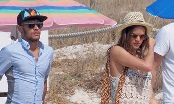 Ibiza y su novia Bruna, las mejores medicinas para el futbolista Neymar