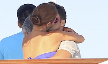 Paula Echevarría y David Bustamante, apasionados besos en alta mar