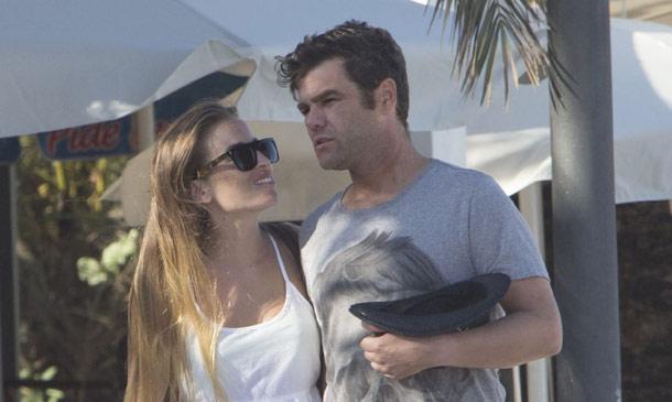 Fonsi Nieto, feliz en Ibiza con su novia tras conocerse el compromiso de Alba Carrillo, madre de su hijo Lucas