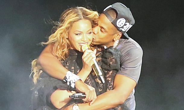 Beyoncé y Jay-Z, besos que buscan frenar rumores de divorcio