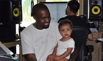 La pequeña North West, ¡al trabajo con papá!