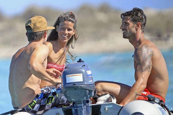 Aitor Ocio y su novia Covi Riva presumen de 'cuerpazos 10' en la playa